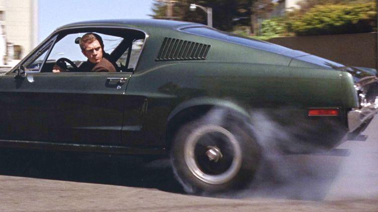 "Steve McQueen, au volant de sa Ford Mustang, dans ""Bullitt"", de peter Yates, en 1968. (KOBAL / AFP)"