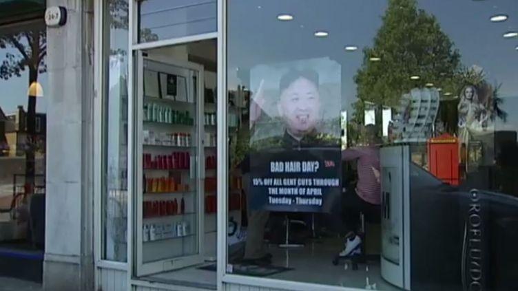 Capture d'écran d'une vidéo montrant le salon de coiffure M&M Hair Academy d'Ealing, dans l'ouest de Londres, le 15 avril 2014. ( YOUTUBE)
