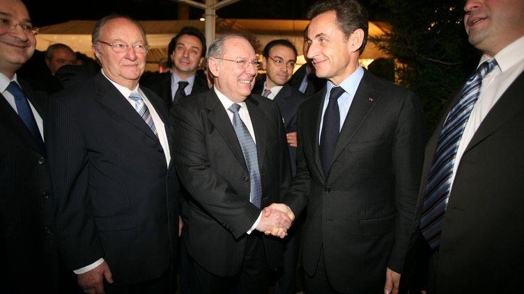Richard Prasquier, président du Crif accueille Nicolas Sarkozy, invité d'honneur du dîner annuel de l'institution, à Paris, le 3 février 2010. (OLIVIER CORSAN / PHOTO PQR / MAXPPP)