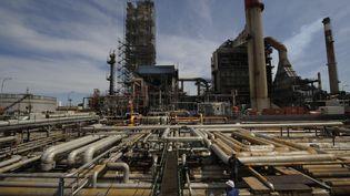 Image d'illustration. Raffinerie de Lavera. (ANNE-CHRISTINE POUJOULAT / AFP)