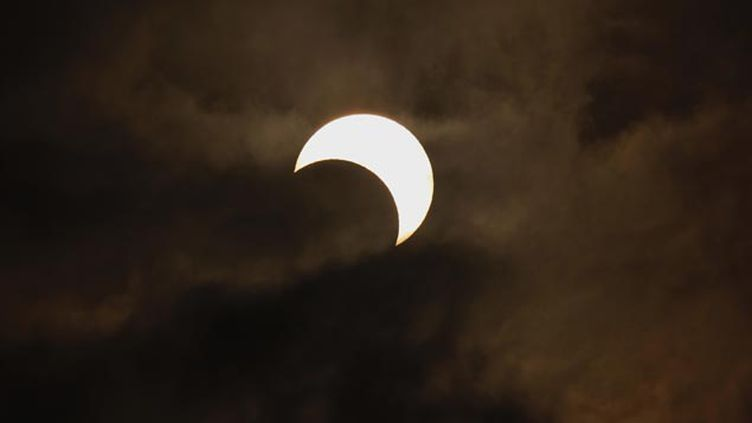 (Image d'une éclipse solaire observée depuis Hong Kong en 2012 © Reuters-Bobby Yip)