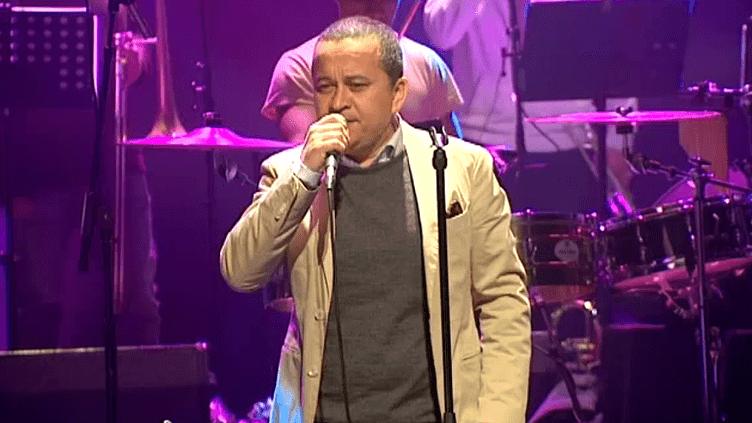 """Le chanteur colombien Yuri Buenaventura est en tournée dans toute la France avec son nouvel album """"Paroles"""", hommage au répertoire de la chanson française  (Culturebox / Capture d'écran)"""