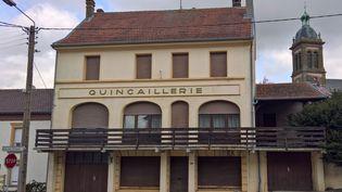 La commune de Waldwisse a perdu de nombreux commerces au fil des ans. Il reste malgré une école et deux boulangeries. (FABIEN MAGNENOU / FRANCEINFO)