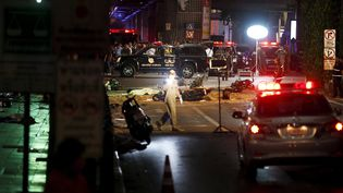 Des enquêteurs examinent la scène de l'attentat commis à Bangkok (Thaïlande), le 17 août 2015. (CHAIWAT SUBPRASOM / REUTERS)