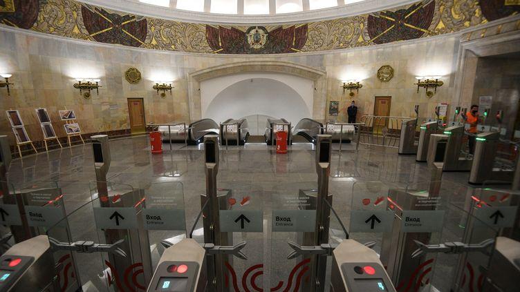 La statonSmolenskayadu métro de Moscou (Russie), le 9 juillet 2021. (ALEXEY FILIPPOV / SPUTNIK / AFP)