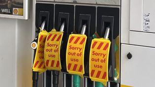 Une station-service signale l'absence de carburant à Londres (Royaume-Uni), le 27 septembre 2021. (ZHANNA MANUKYAN / SPUTNIK / AFP)