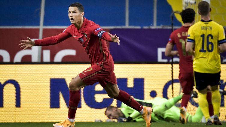 Cristiano Ronaldo fête son 100e but en sélection face à la Suède (JANERIK HENRIKSSON / TT NEWS AGENCY)