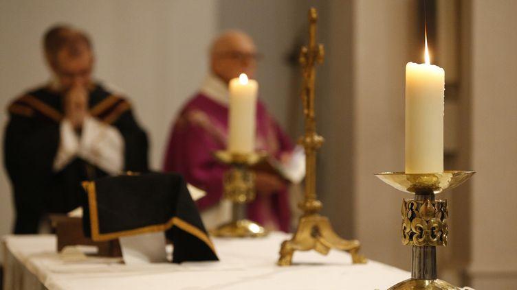 L'Association pour une Retraite Convenable (APRC), fondée par d'anciens prêtres et religieux, dénonce des retraites plafonées à 383 euros mensuels pour certains de ceux qui ont quitté l'Eglise catholique. (PASCAL DELOCHE / GODONG / PHOTONONSTOP / AFP)
