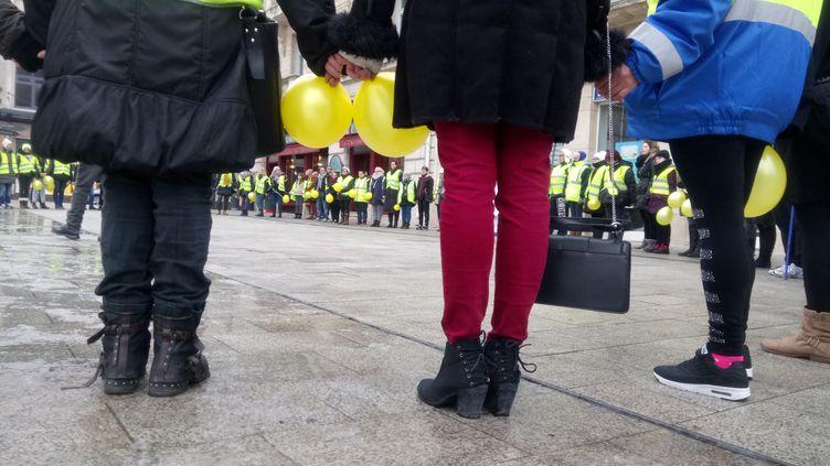 """Rassemblement de femmes """"gilets jaunes"""" à Nancy (Meurthe-et-Moselle) devant la gare, le 20 janvier 2019 (photo d'illustration). (THIERRY COLIN / FRANCE-BLEU SUD LORRAINE)"""