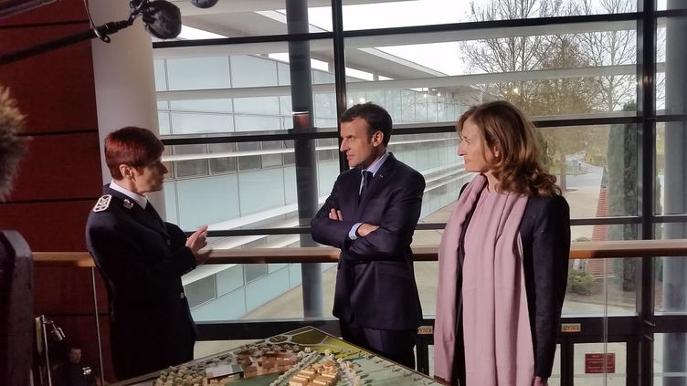 Emmanuel Macron et Nicole Belloubet visite l'Ecole nationale d'administration pénitentiaire, le 6 mars 2018, à Agen (Lot-et-Garonne). (SARA GHIBAUDO / RADIO FRANCE)