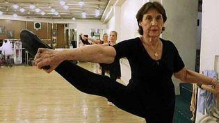 Françoise, 80 ans pratique la danse classique depuis l'âge de 70 ans  (France 2 / culturebox)