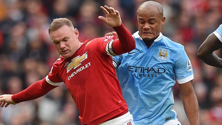 Wayne Rooney à la lutte avec le défenseur de City Vincent Kompany