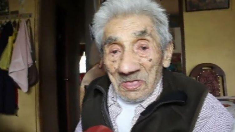 Capture d'écran montrant CelinoVillanueva Jaramillodans sa maison àMehuín (Chili), le 8 novembre 2017 (REUTERS)