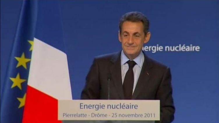 Nicolas Sarkozy prononce un discours à l'usine d'enrichissement d'uranium d'Areva à Pierrelatte (Drôme), le 25 novembre 2011. (FTVi / FRANCE 2)