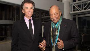 La cérémonie de décoration, par Jack Lang, avait eu lieu à l'Institut du Monde Arabe à Paris.  (VILLARD/SIPA)