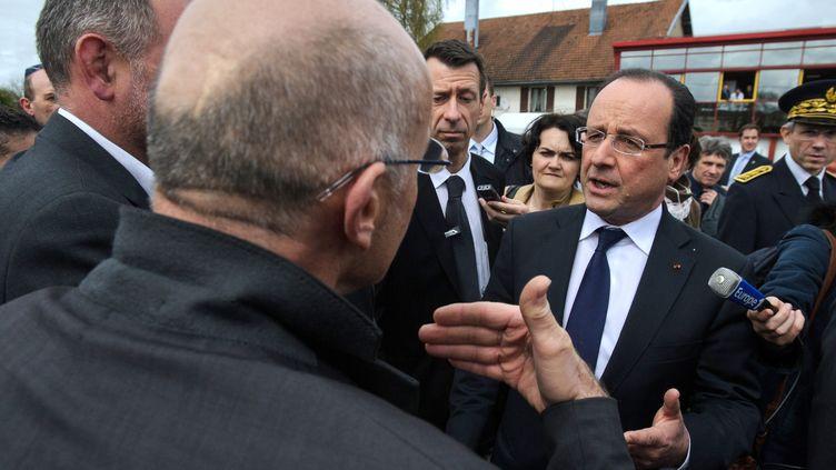 François Hollande en visite à Avoudrey (Doubs), le 3 mai 2013. (SEBASTIEN BOZON / AFP)