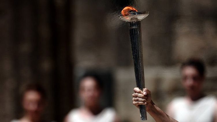 La torche olympique allumée à Olympie
