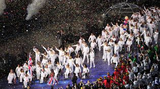 Les membres de la délégation britannique défilent lors de la cérémonie d'ouverture des Jeux paralympiques de Londres 2012, au stade olympique, le 29 août. (GLYN KIRK / AFP)