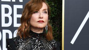 Isabelle Huppert lors de la cérémonie des Golden Globes, le 7 janvier 2018, à Beverly Hills (Etats-Unis). (VALERIE MACON / AFP)