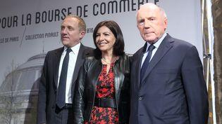 François Pinault (à droite) avec son fils François-Henri Pinault et la maire de Paris Anne Hidalgo annoncent la prochaine installation de la collection de l'homme d'affaires à la Bourse du commerce de Paris  (photo Caroline Poiron / France 2)