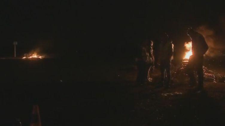 Un dépôt de carburants de Gironde bloqué pendant la nuit du 28 au 29 novembre 2018. (France 2)