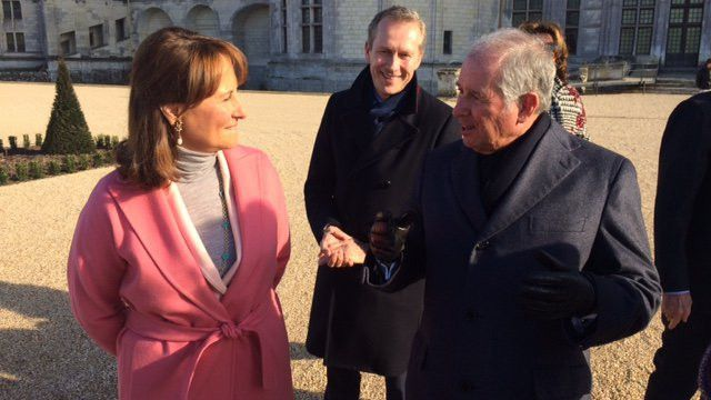 Ségolène Royal avec le mécène américain Steven Schwarzman, au château de Chambord, le 19 février 2017. (CAPTURE ECRAN FRANCE 3 CENTRE-VAL DE LOIRE)