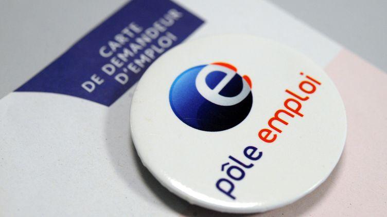 Un badge du Pôle emploi, à Brest (Finistère), le 24 septembre 2012. (FRED TANNEAU / AFP)