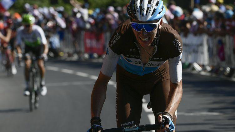 Le Français Romain Bardet grimacedans les derniers mètres de l'arrivée de la sixième étape, du 105e du Tour de France, entre Brest et Mur-de-Bretagne Guerlédan, le 12 juillet 2018. (PHILIPPE LOPEZ/POOL)
