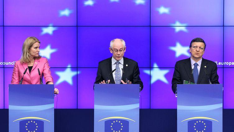 De g. à dr, la Première ministre du Danemark,Helle Thorning-Schmidt, le président de l'UE,Herman Van Rompuy,et le président de la commission européenne,José Manuel Barroso, au sommet européen de Bruxelles (Belgique), le 28 juin 2012. (FRANCOIS LENOIR / REUTERS)