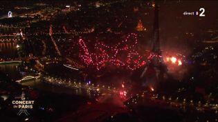 Le feu d'artifice du 14 Juillet 2021 tiré depuis la Tour Eiffel, à Paris. (CAPTURE ECRAN FRANCE 2)