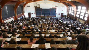 Des étudiants à l'Université de Bordeaux (Gironde), le 28 novembre 2007. (PIERRE ANDRIEU / AFP)