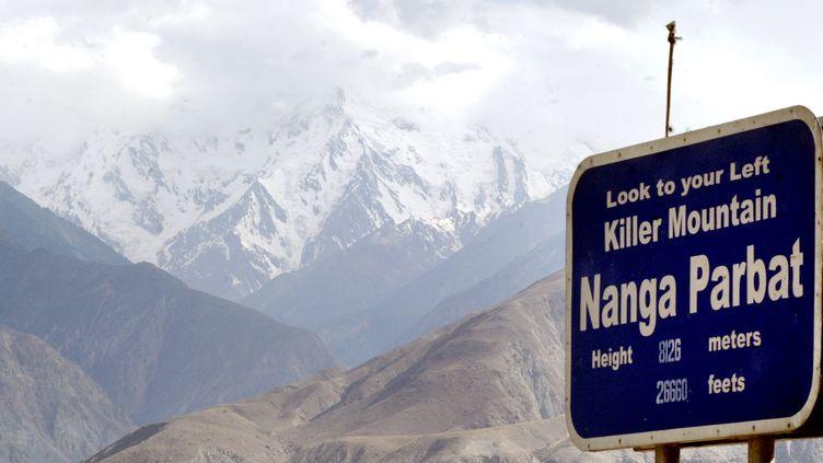 Vue sur le Nanga Parbat, au Pakistan, le 14 juillet 2004. (FAISAL MAHMOOD / REUTERS)