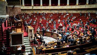 Les députés réunis dans l'hémicycle de Assemblée nationale, le 12 janvier 2020. (XOS? BOUZAS / HANS LUCAS / AFP)