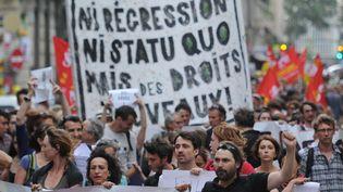 Des intermittents de la CGT-Spectacle défilent dans les rues d'Avignon le 4 juillet 2014.  (Boris Horvat/AFP)