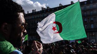 A Paris, plus de 10 000 personnes ont manifesté, dimanche 10 mars, contre la candidature du président algérien Abdelaziz Bouteflika à un cinquième mandat. (MAXPPP)