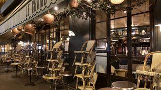 Le 28 septembre 2020, les bars parisiens pouvaient rester ouverts jusqu'à 22 heures. À partir du 6 octobre, ils devront baisser le rideau pour au moins 15 jours en raison du Covid-19. (NOÉMIE BONNIN / RADIOFRANCE)
