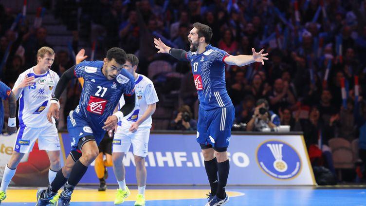 La réaction de Nikola Karabatic lorsque la France revient au score. (STEPHANE ALLAMAN / STEPHANE ALLAMAN)