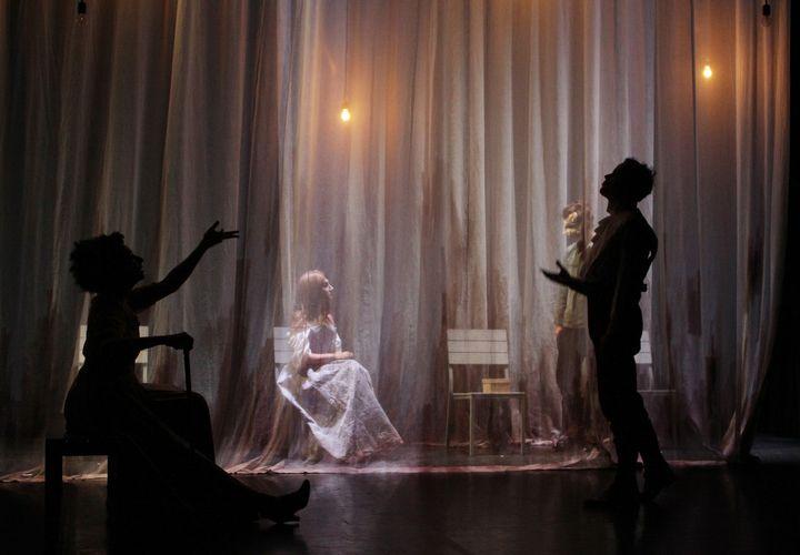 """""""Les Vibrants"""" de Aïda Asgharzadeh, mise en scène de Quentin Defalt"""