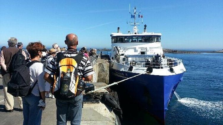 """Le navire """"Fromveur II"""", mardi 3 septembre à Molène (Finistère). (FRANCE 3 BRETAGNE)"""