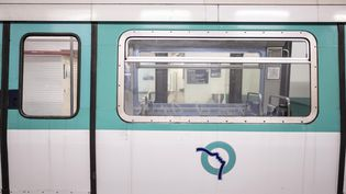 Un métro vide à Paris le 6 janvier 2020. (HUGO PASSARELLO LUNA / HANS LUCAS / AFP)