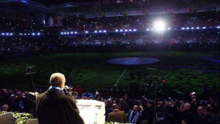 Le président turc, Recep Tayyip Erdogan,prononce un discours lors de l'inauguration du stade de Trabzon (nord) le 18 décembre 2016. Un nouveau grand projet immobilier... ( AFP - ANADOLU AGENCY - KAYHAN OZER)