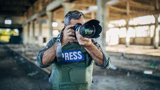 Améliorer la protection des journalistes, mieux répondre aux menaces et à la violence, être informé à temps, de manière plus systématique, et agir de façon rapide et coordonnée, quand cela s'avère nécessaire, le Conseil de l'Europe dispose d'une plateforme sur cette question depuis 2014. (Illustration) (NES / E+ / GETTY IMAGES)