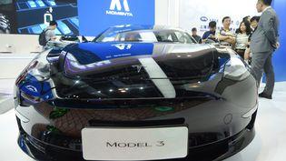Voiture Modèle 3 de chez Tesla au Salon de l'intelligence artifielle de Shanghai (Chine), le 29 août 2019. (MAXPPP)