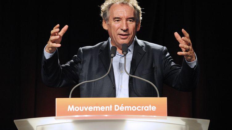 François Bayrou lors de son discours d'ouverture desuniversités de rentrée du MoDem, le 28 septembre àGuidel (Morbihan). (FRED TANNEAU / AFP)
