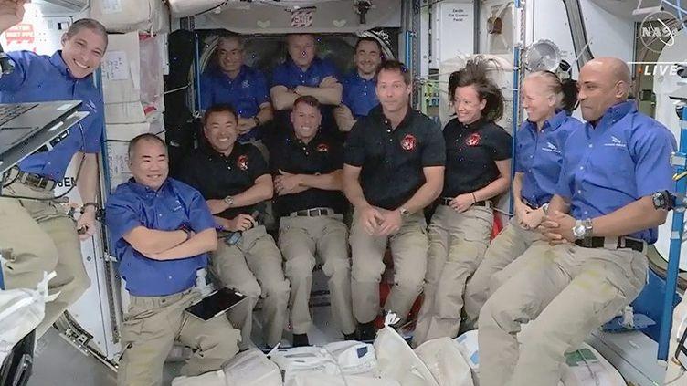 Thomas Pesquet et les autres membres de l'équipage à bord de la Station spatiale internationale (NASA TV HANDOUT / MAXPPP)