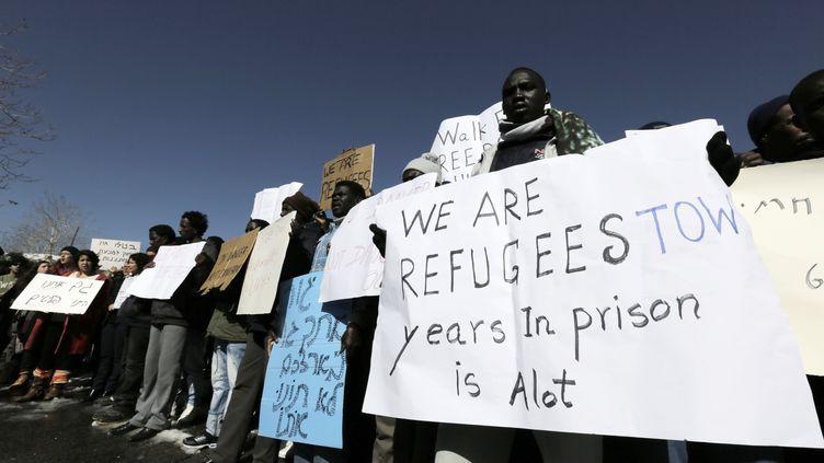 Desmigrants africains protestent devant le bureau du Premier ministre israélien, le 17 décembre 2013. (AMMAR AWAD / REUTERS)