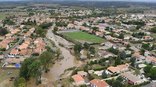 La ville deVillegailhenc, près de Carcassonne (Aude), submergée par les eaux après les inondations qui ont frappé la région dans la nuit du dimanche 14 au lundi 15 octobre 2018. (SYLVAIN THOMAS / AFP)