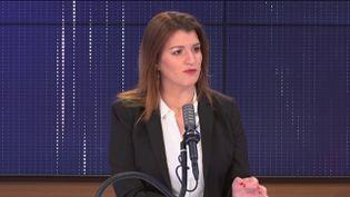 Marlène Schiappa, ministre déléguée auprès du ministre de l'Intérieur,chargée de la Citoyenneté, mardi 6 avril 2021 sur franceinfo.  (FRANCEINFO / RADIO FRANCE)