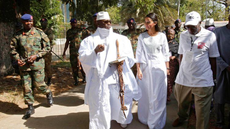 L'ex-président gambien Yahya Jammeh et son épouse Zineb à Banjul, en décembre 2016. (THIERRY GOUEGNON / X01735)