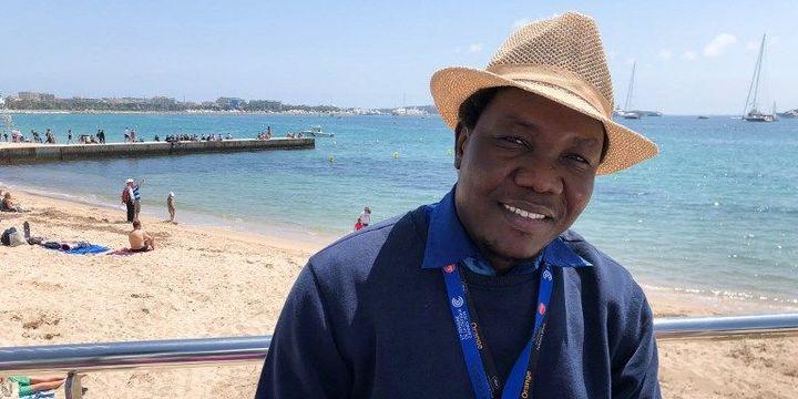 Le cinéaste tchadien Achille Ronaimou le 12 mai 2018 durant le Festival de Cannes. (JEAN-FRANÇOIS GUYOT / AFP)